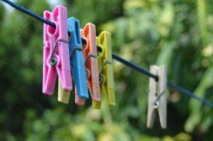 bügeltipps - wäscheklammern auf wäscheleine