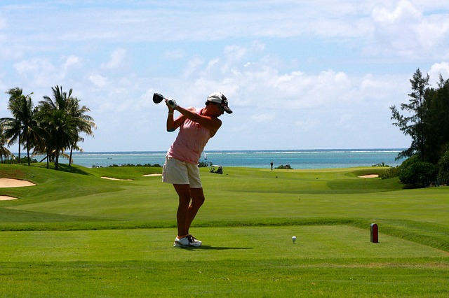 golfurlaub cervia - golfer an adriaküste