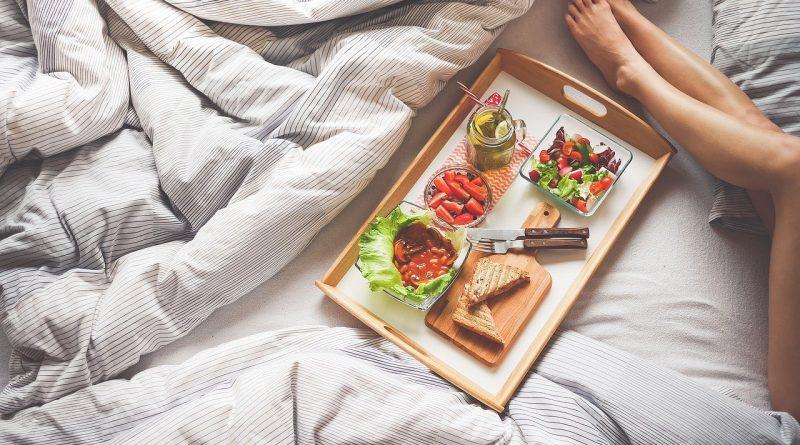 Tablett im Bett